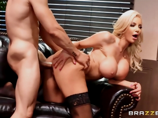 A Secretary With Big Fake Boobs And A Tiny Waist Gets Dicked By Say no to Boss - Nicolette Shea